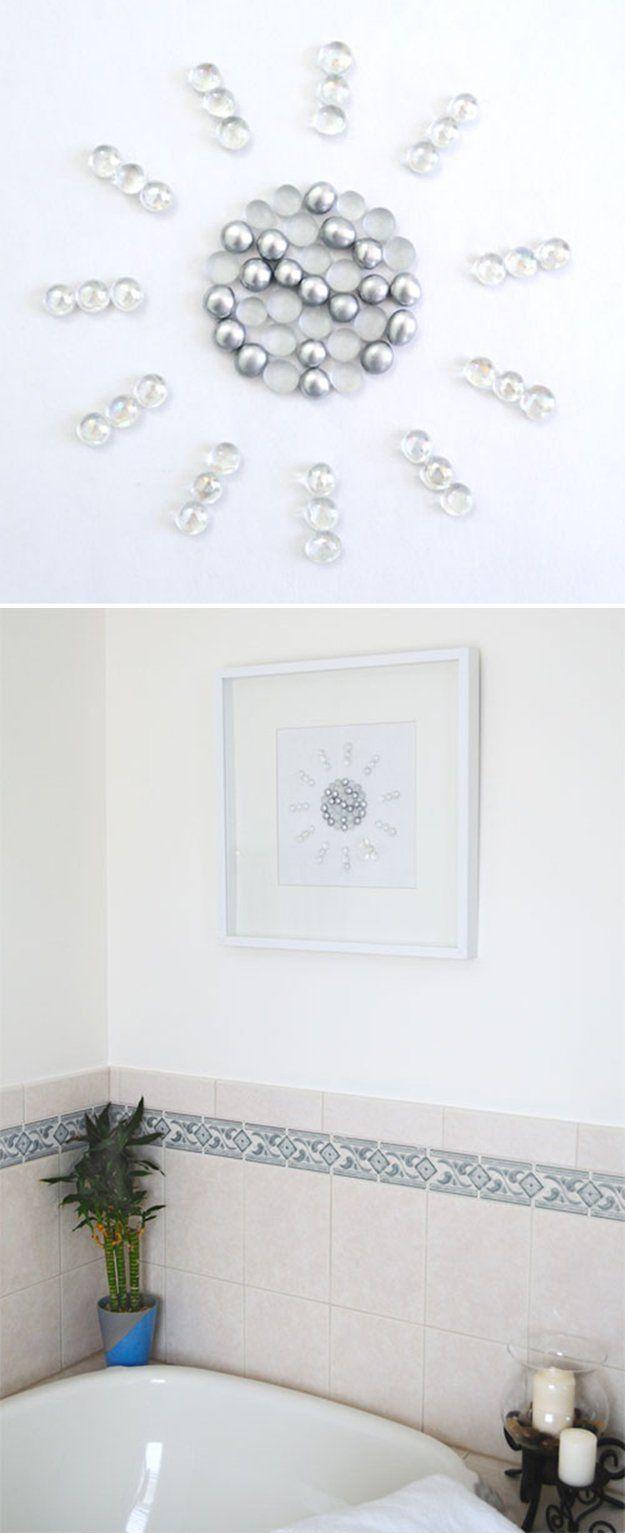 Arte DIY Baño Decoración | http://artesaniasdebricolaje.ru/bathroom-decorating-ideas-on-a-budget/