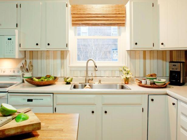 Cocina Blanco Con recuperadas de madera protector contra salpicaduras