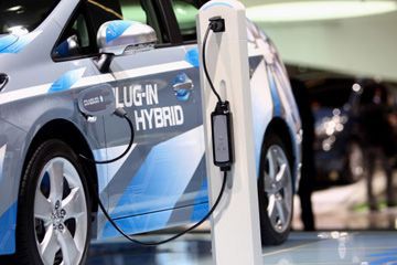 El Toyota Prius Plug-In concept car híbrido se muestra en el Salón del Automóvil IAA internacional en Fráncfort del Meno, Alemania.