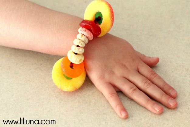 Fácil y dulces de bricolaje pulsera Ideas | http://artesaniasdebricolaje.ru/cheap-diy-jewelry-projects-for-girls/