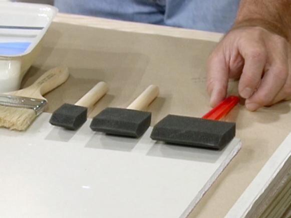 Diferentes tamaños y tipos de cepillos de pintura