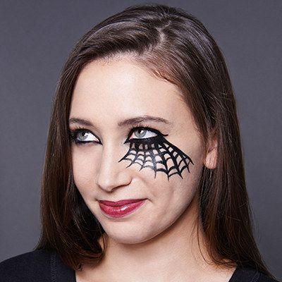 Reina Araña - Cool Halloween Maquillaje | 25 Parece que son realmente fácil, ver más a http://artesaniasdebricolaje.ru/cool-halloween-makeup-25-looks-that-are-actually-easy