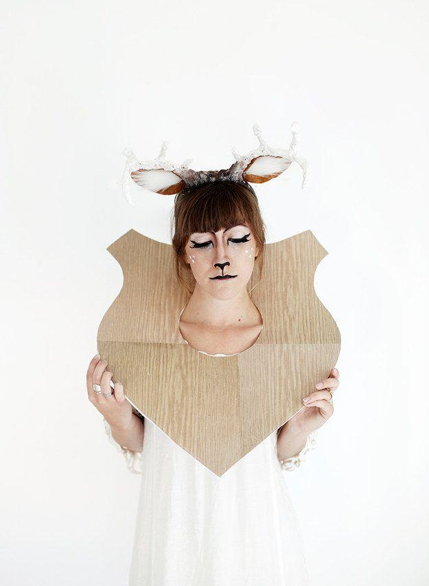 Taxidermia ciervos - Cool Halloween Maquillaje | 25 Parece que son realmente fácil, ver más a http://artesaniasdebricolaje.ru/cool-halloween-makeup-25-looks-that-are-actually-easy