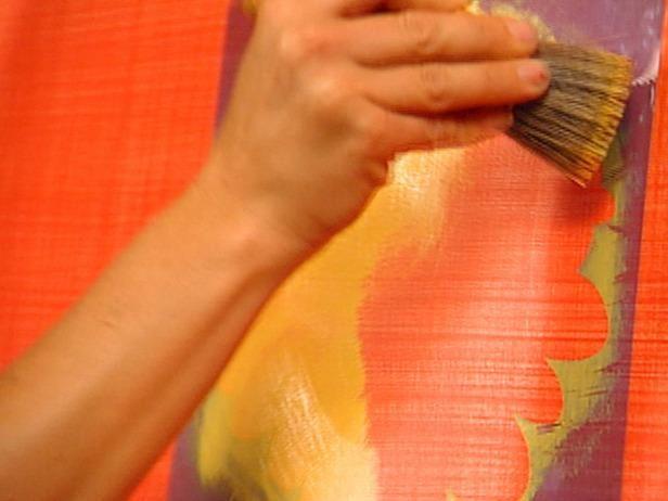 Utilice la parte superior de la brocha para aplicar la ligera pintura.