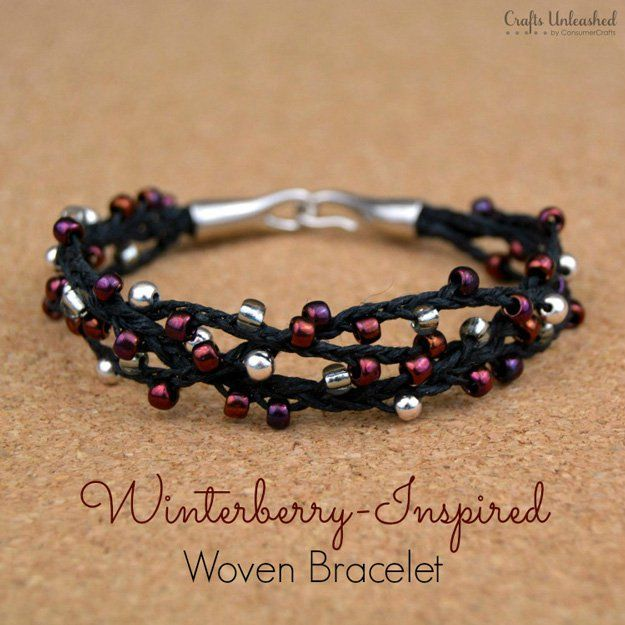 Cómo hacer una pulsera tejida con cuentas | http://artesaniasdebricolaje.ru/diy-beaded-bracelets-you-should-be-making/