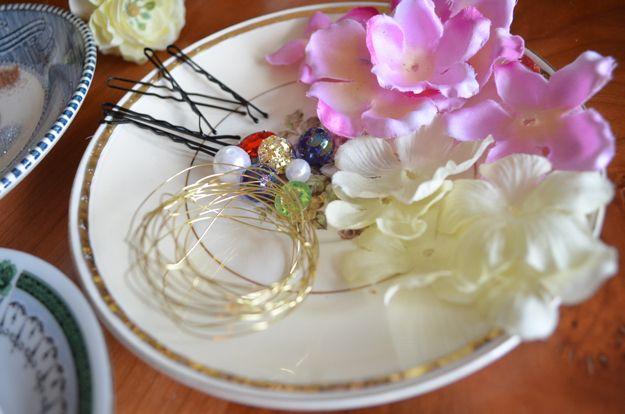 DIY fácil Flor Accesorios para el cabello para niñas | http://artesaniasdebricolaje.ru/flower-hair-accessories-fit-for-a-princess/