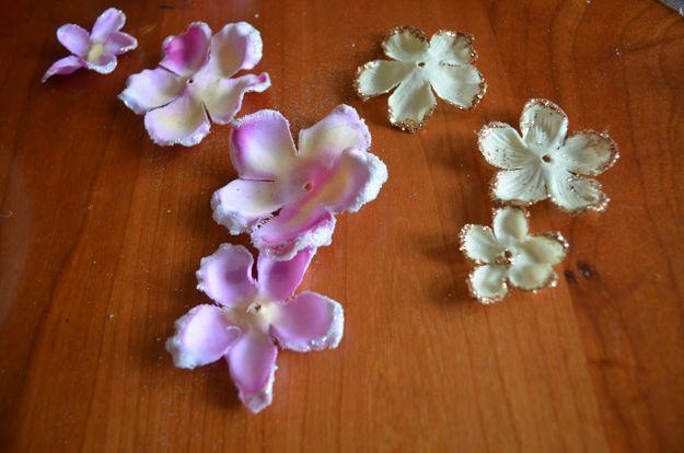 Flor del pelo accesorios artesanales Ideas | http://artesaniasdebricolaje.ru/flower-hair-accessories-fit-for-a-princess/