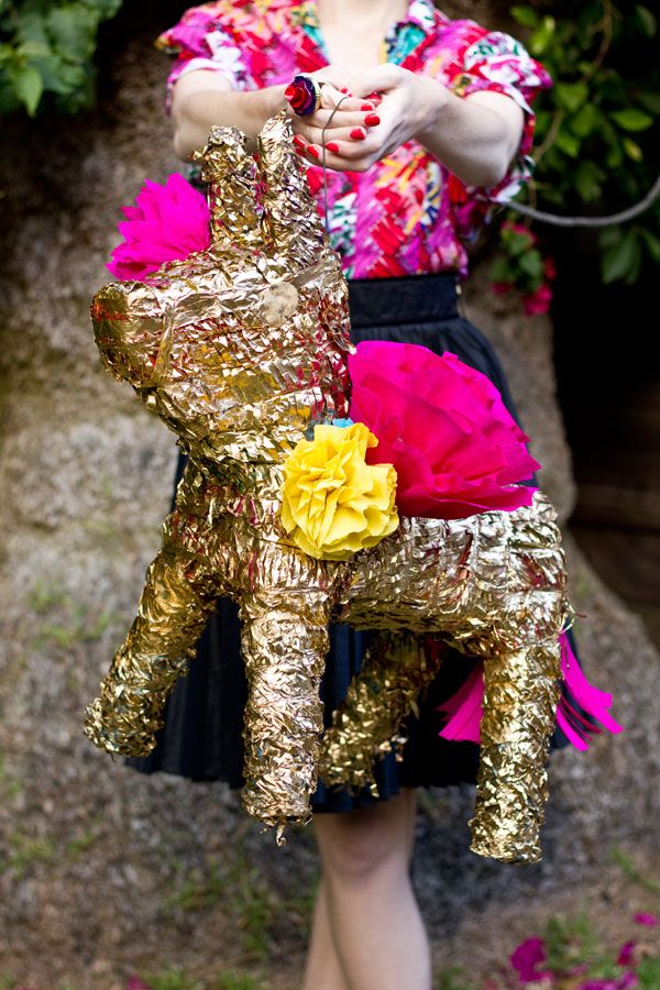 DIY dorada Burro Piñata