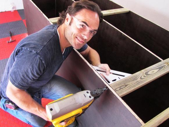 Matt Blashaw con su inalámbrico multi-herramienta.