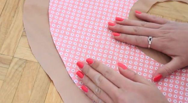 Bricolaje Ideas impresionantes Donut almohada | artesaniasdebricolaje.ru/diy-no-sew-donut-pillow/