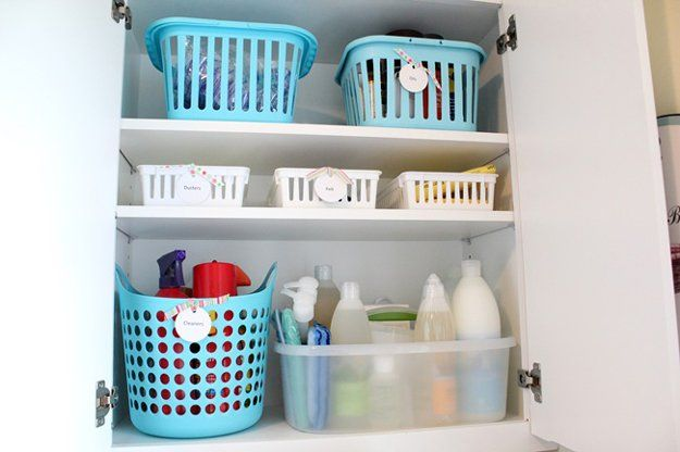 Sencillo Dollar Store lavandería Organización de habitaciones Armario empotrado | http://artesaniasdebricolaje.ru/laundry-room-organization-ideas/