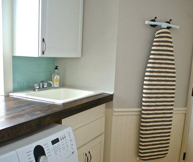 Colgando de planchado Almacenamiento Junta para Lavandería | http://artesaniasdebricolaje.ru/laundry-room-organization-ideas/