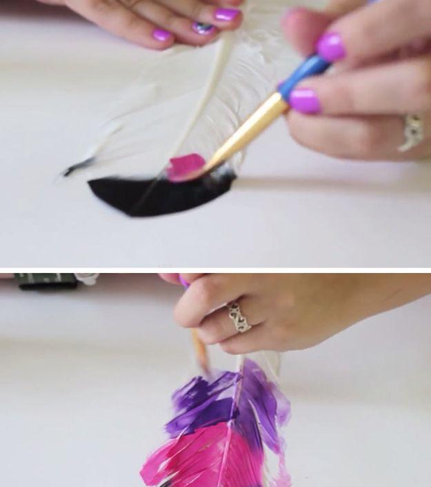 Pintado de plumas Proyectos Craft   http://artesaniasdebricolaje.ru/diy-painted-feathers/