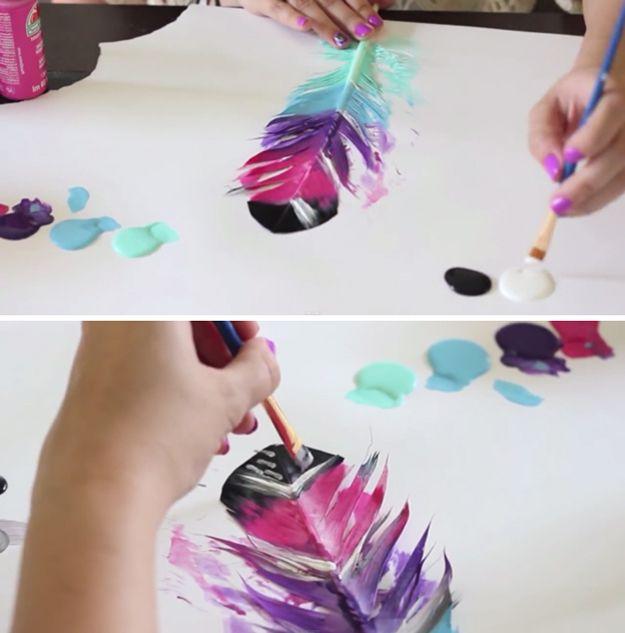 DIY Pintado Proyectos de plumas y Arte para Niños   http://artesaniasdebricolaje.ru/diy-painted-feathers/
