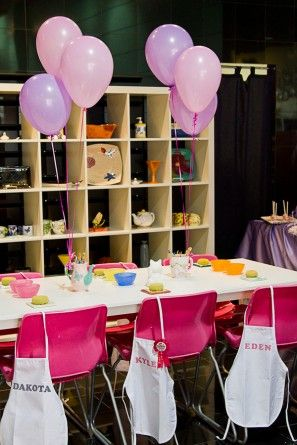 Rosa y fiesta de cumpleaños púrpura