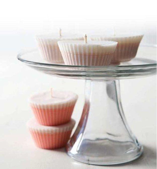DIY Vanilla Cupcake vela de la soja | 10 DIY soja Velas Usted amará, ver más a http://artesaniasdebricolaje.ru/diy-soy-candles-10-addictive-scents-you-will-love