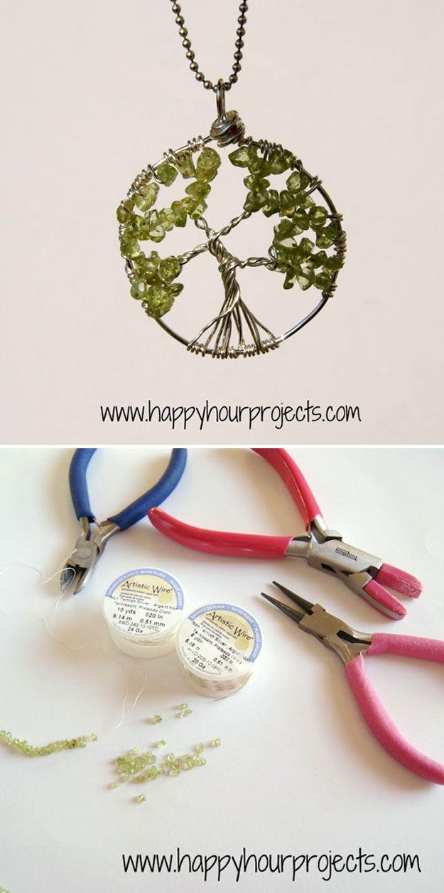 DIY Árbol de Proyecto collar de la vida   http://artesaniasdebricolaje.ru/12-diy-tree-of-life-ideas/