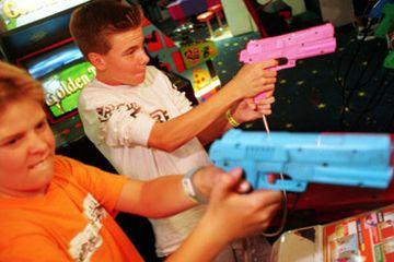 niños jugando juegos de video