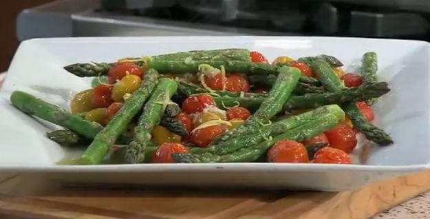 Cómo cocinar sano asado Espárragos Receta | http://artesaniasdebricolaje.ru/easy-garlic-roasted-asparagus-recipe-how-to-roast-asparagus/