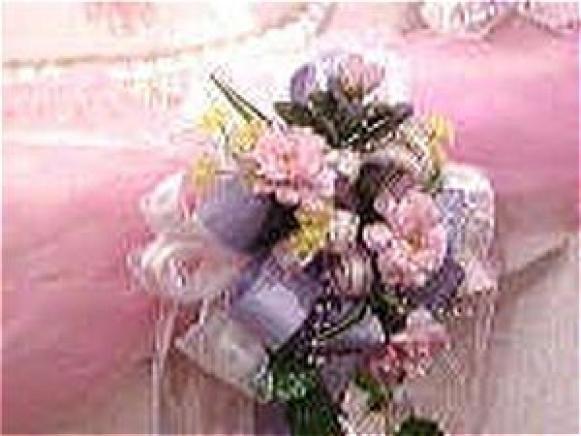 Fotografía - Elegantemente decorada mesa de pastel de bodas