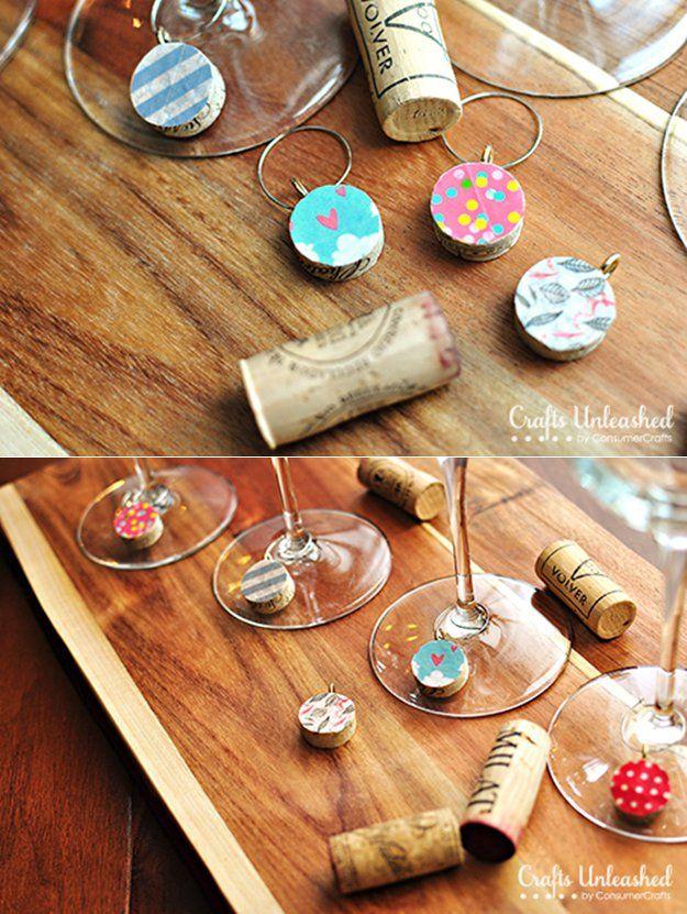 DIY fácil del corcho del vino Proyectos Decoración | http://artesaniasdebricolaje.ru/more-wine-cork-crafts-ideas/