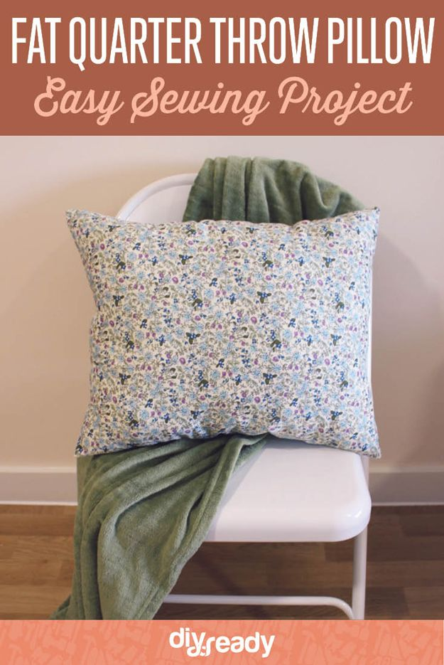 Trimestre Throw Pillow grasa | http://artesaniasdebricolaje.ru/fat-quarter-throw-pillow/