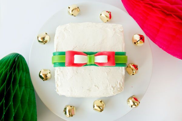Tortas de regalo con arcos comestibles