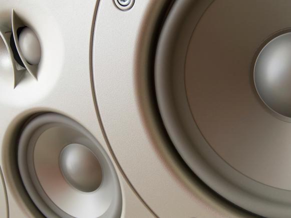 Blanco y gris de sonido envolvente de cine en casa de altavoces