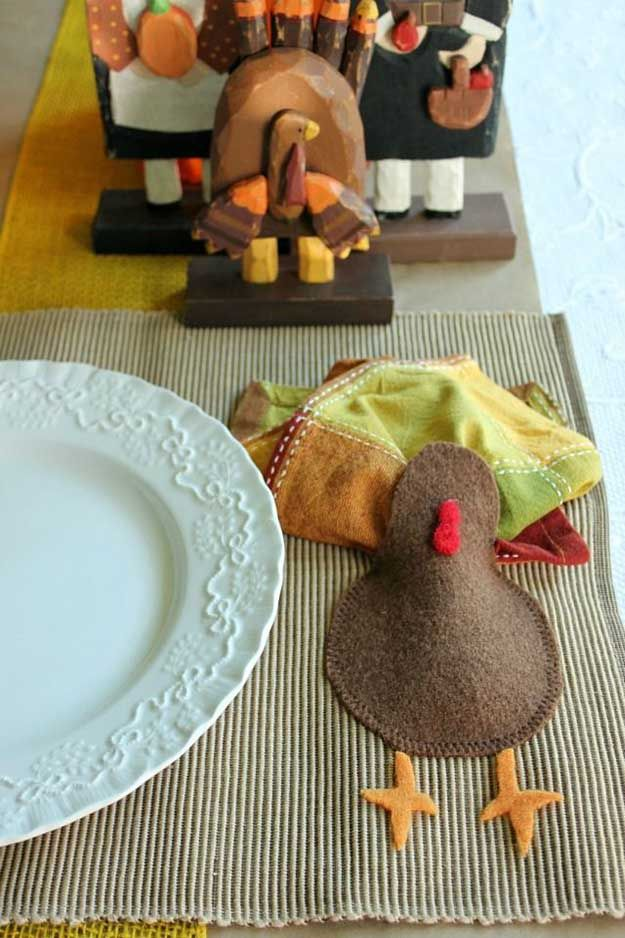 Felt Turquía y Servilleta de Acción de Gracias Placemat | 14 Manteles DIY para Acción de Gracias, échale un vistazo a http://artesaniasdebricolaje.ru/homemade-thanksgiving-decorations-14-diy-placemat-ideas