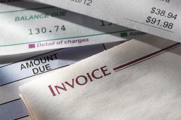 pila de facturas y estados