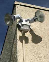 Luces del sensor de movimiento de un edificio
