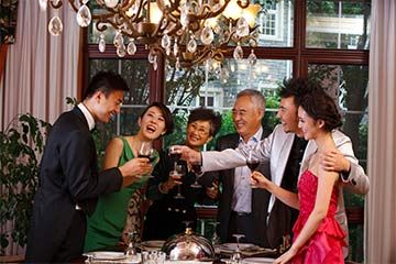 adinerada familia asiática