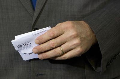 Una carta del IRS desgarrado