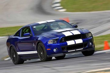 El 2013 Ford Shelby GT500 en la pista en Road Atlanta.