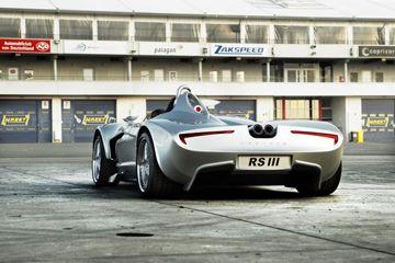 Poder ir a las cuatro ruedas hace que el híbrido RS III un coche deportivo en todas las ruedas motrices, al igual que varios Lamborghinis actual e incluso la marca-nuevo Ferrari FF.
