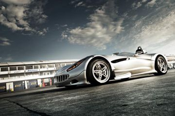 Mantener el peso y la potencia arriba significa que el híbrido Veritas RS III puede ir mucho más allá de 200 millas por hora.
