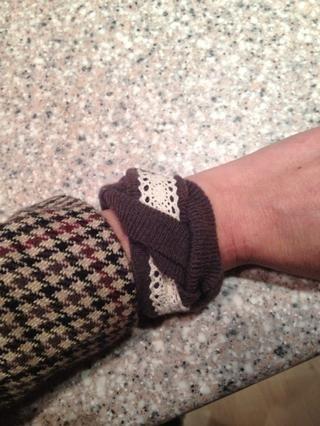 Mi nueva pulsera y todos los de mi suéter arruinado reutilizada.