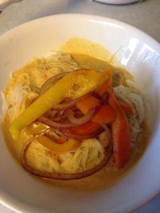 A continuación, agregue un poco de verduras stir fried