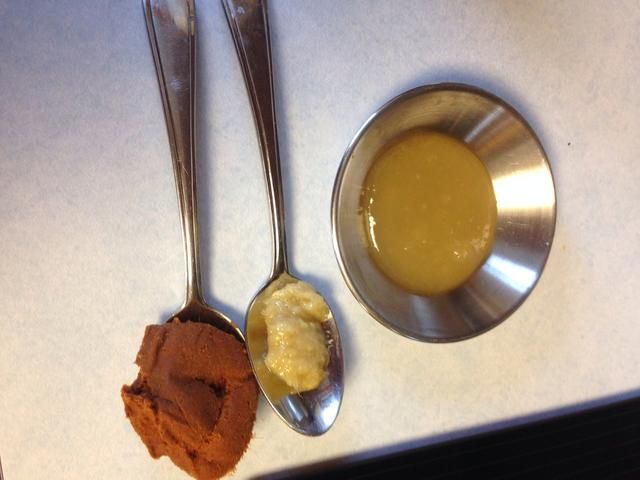 Ponga el curry, el jengibre y miel en el crisol de la leche de coco y el calor durante 10 minutos o hasta que empiece a hervir, revuelva con frecuencia
