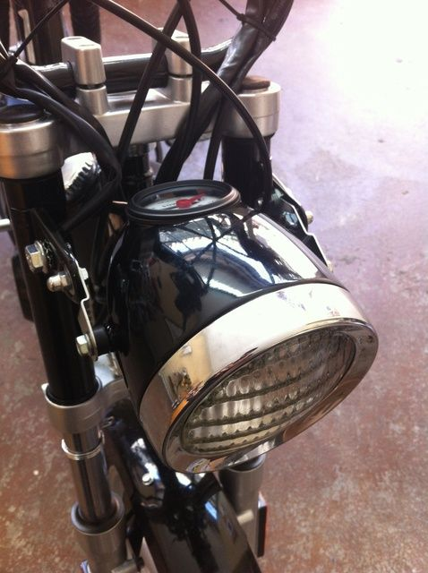 Cómo agregar un estilo de la linterna de la vendimia a un Tomos del ciclomotor