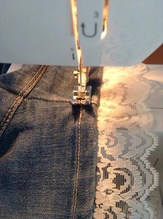 Darles la vuelta y coser por encima de cosido anterior