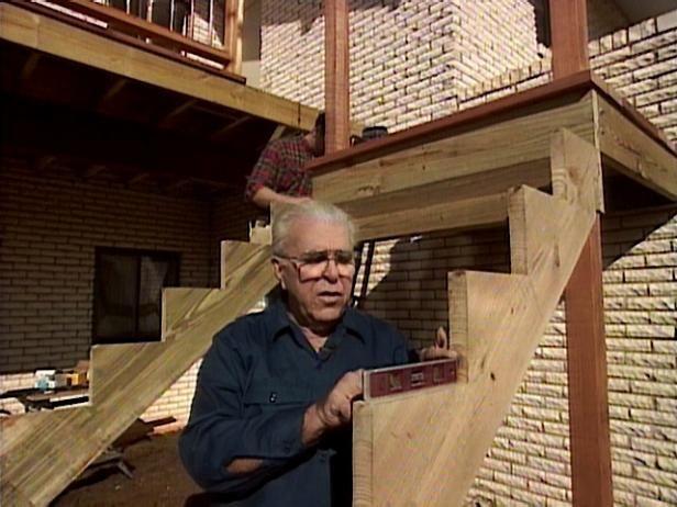 Pasos Construcción de la Cubierta: Paso 4 Coloque los largueros a la cubierta y pie de página