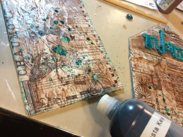 Tomé mi Siesta Key Coloración y serví en una botella de plástico con una tapa dauber esponja. He aplicado a los bordes de mis sábanas.