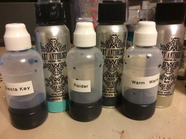 Aquí están mis coloraciones a lo largo de lado las botellas dauber esponja.