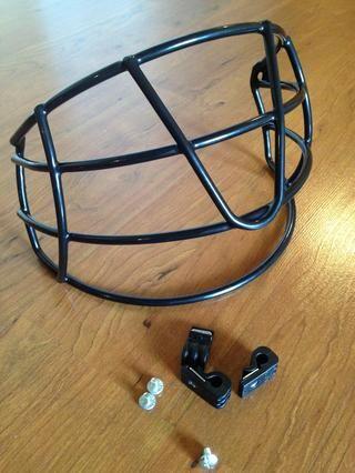 Kit Guardia Cara viene con un protector de cara, 3 tornillos y clips.