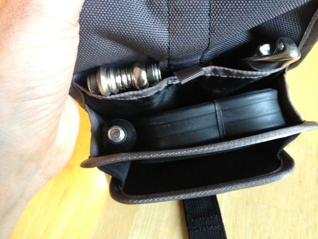 Obtener todo el equipo situado en el bolso para que cinchas a cal y canto ...