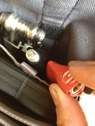 Empaque en el inflador - asegúrese de dejar la boquilla desconectada hasta que necesite usarlo.