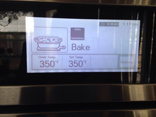 Hornear en horno precalentado durante 40-50 minuetos o hasta que al insertar un palillo en el centro del pastel salga limpio.