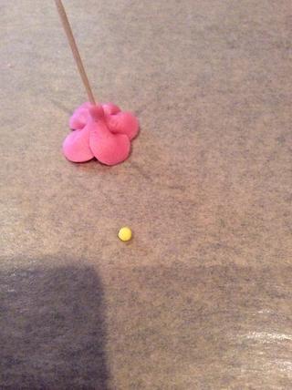 Hacer una pequeña bola amarilla.