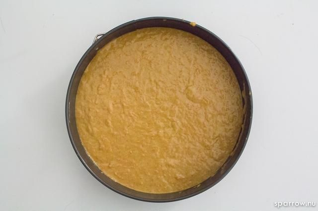 si tu're making: Cake - Fill the cake pan (I used 9 inch cake pan) with the cake batter. Bake for 40 minutes, or until cake tester comes out clean.